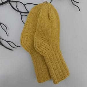 keltaiset villasukat